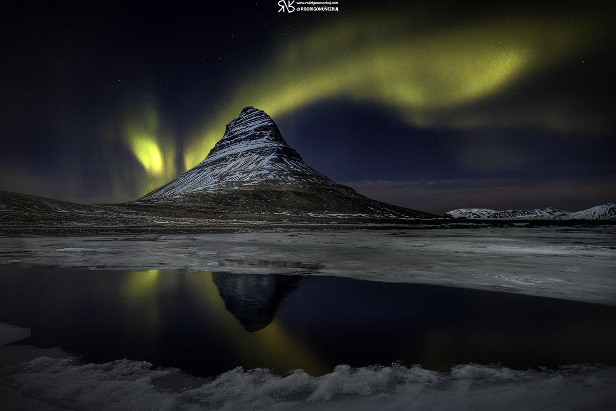 Aurora Boreal en Kirkjufell - Islandia