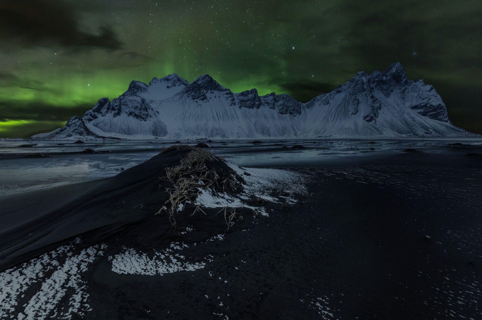 fotos de stokksnes con aurora boreal